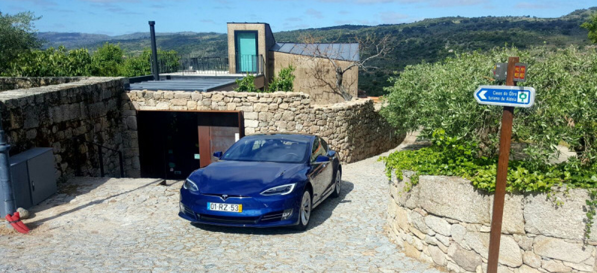 Hotels with generic electric car charger and Tesla