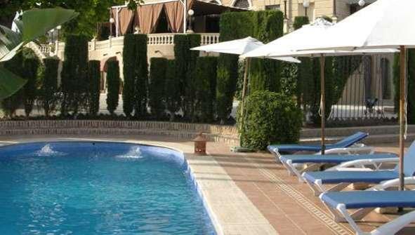 Hoteles en Motril Casa de los Bates piscina