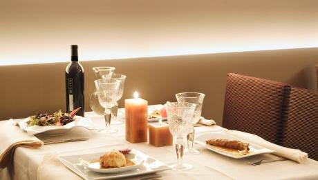 Cena romántica con velas
