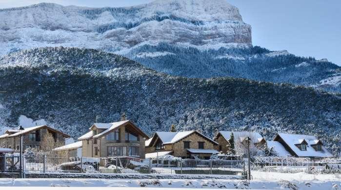 """Aragonese Pyrenees: Snow & Relax"""