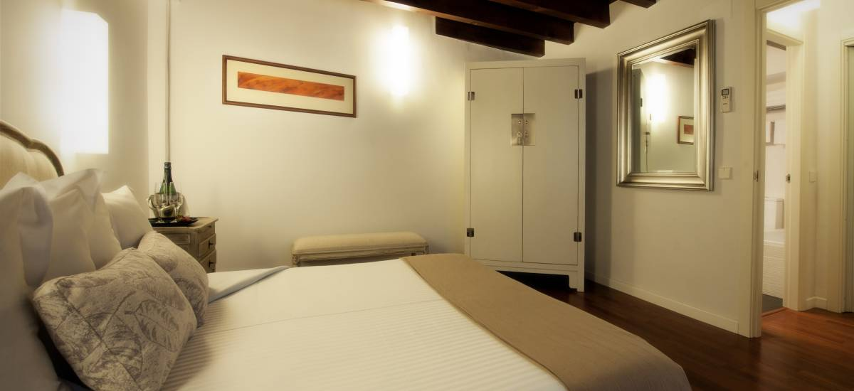 Apartamentos Abad Toledo Rusticae habitacion cama