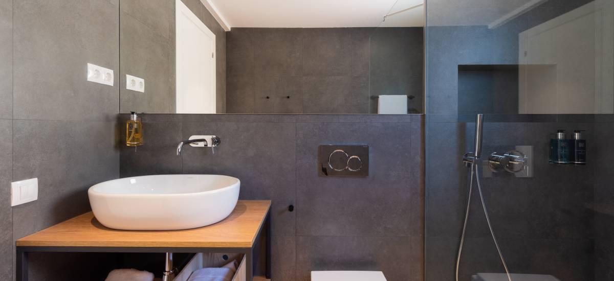 Petit Luxe Apartamentos Terrassa Duplex Rusticae Bath2