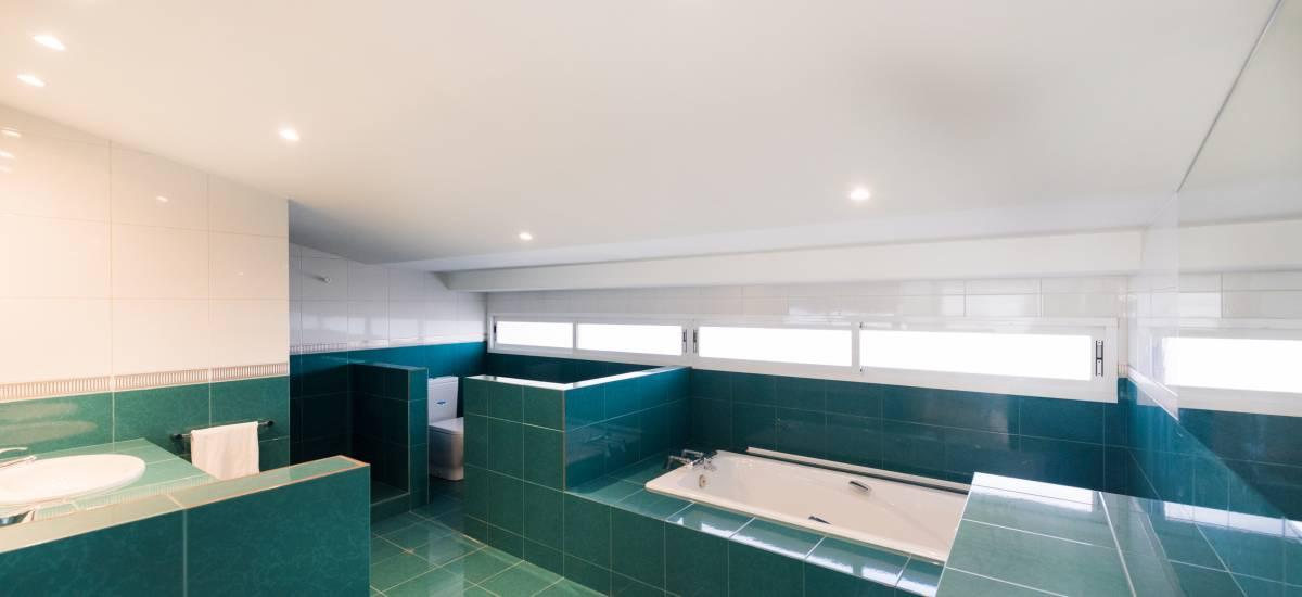 Petit Luxe Apartamentos Terrassa Duplex Rusticae Bathtub