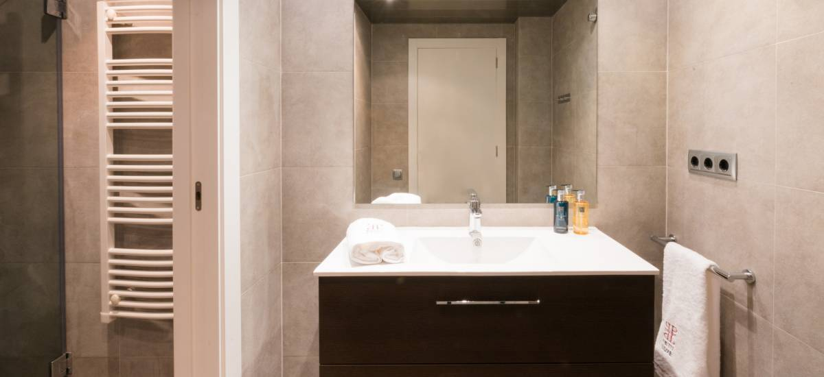 Petit Luxe Apartamentos Terrassa Oasis Rusticae Bath6