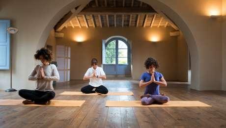 Rusticae Italia Toscana Hotel Borgo Pignano con encanto yoga