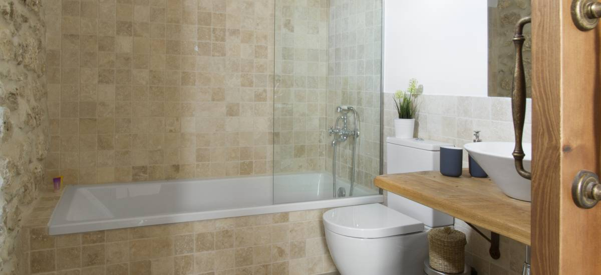 Rusticae Segovia Hotel Casa de Laura romantic bathroom