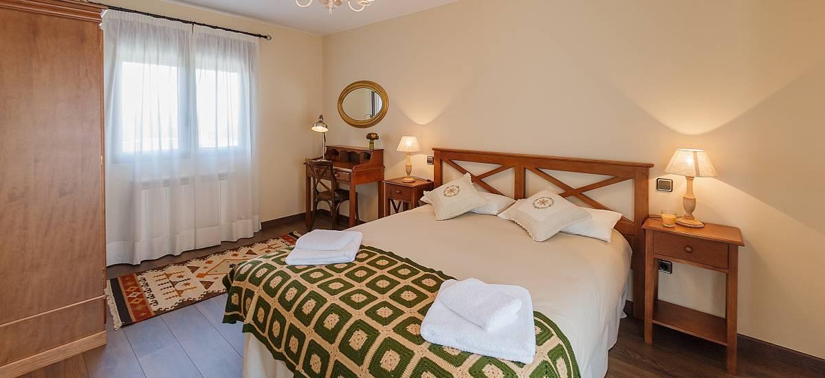 Rusticae Zamora house renting La Galana charming bedroom