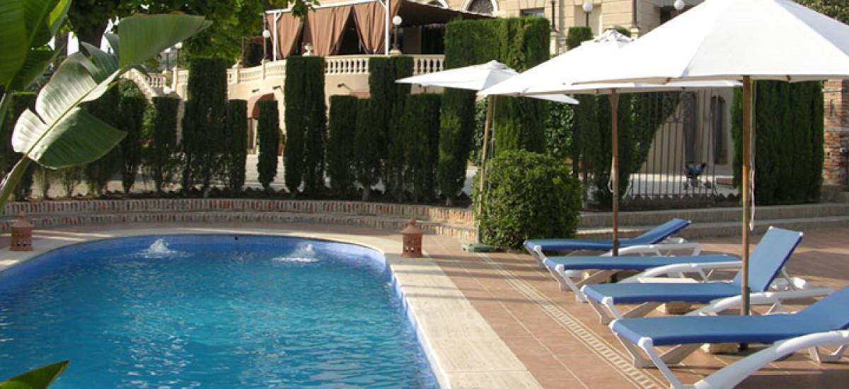 Rusticae charming Hotel Granada swimming pool