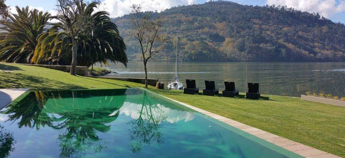 Rusticae Portugal charming Hotel Douro Suites swimming pool