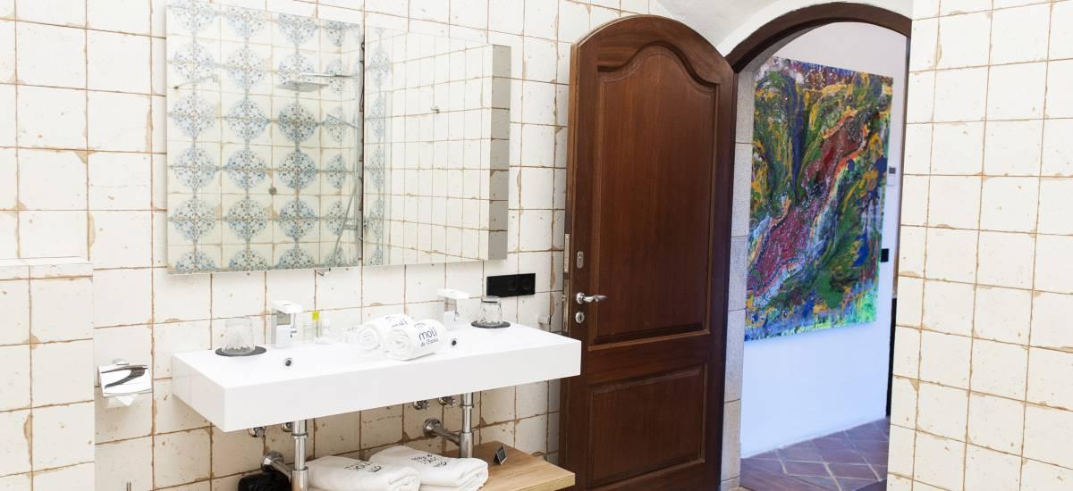 Hotel El Molí de L´Escala baños 2