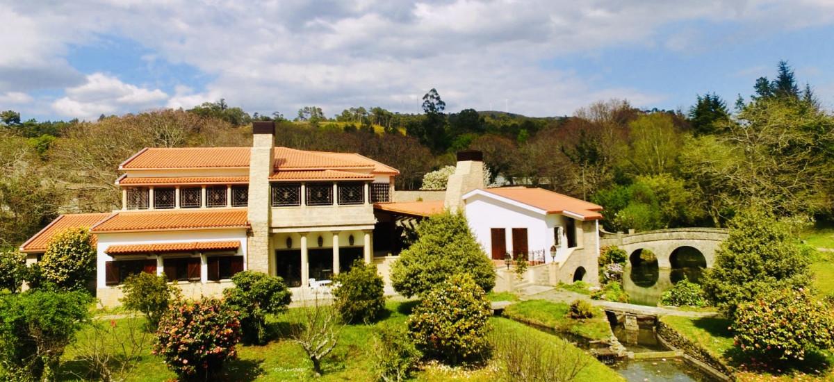 Finca Briabí Hotel Apartamentos en La Cañiza Pontevedra jardines