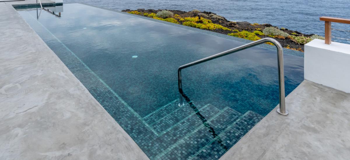 Hotel Faro de Punta Cumplida Tenerife Rusticae  piscina infinity