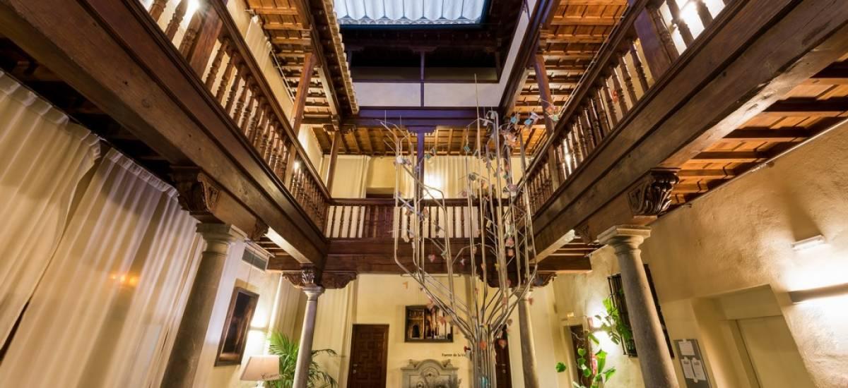 Hotel gar anat con vistas a la alhambra de granada rusticae for Hotel de diseno granada