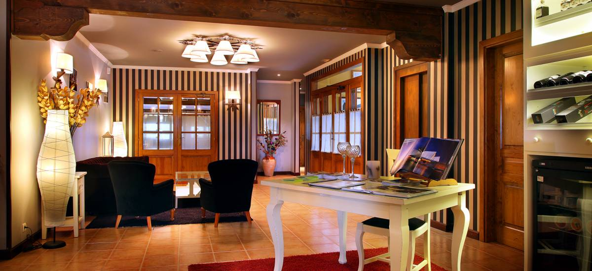 Rusticae Huesca Hotel con encanto Salón