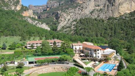 Hotel Restaurant Can Boix de Peramola jardin piscina pista tenis