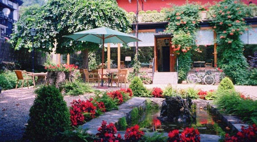 Rusticae Navarra Hotel Churrut con encanto terraza