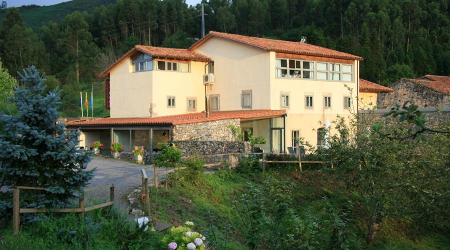 Hotel el bab hoteles con encanto en asturias rusticae for Hoteles con piscina asturias
