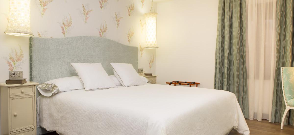 Hotel Hierba Luisa Rusticae cama