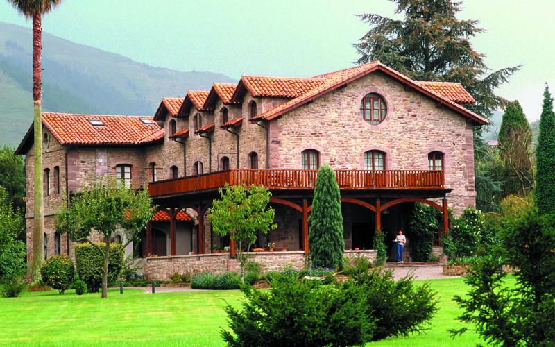 Rusticae Cantabria Hotel Jardín de Carrejo rural outside