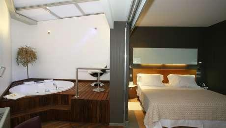 Rusticae Hotel Ciudad Real con encanto Habitación y baño