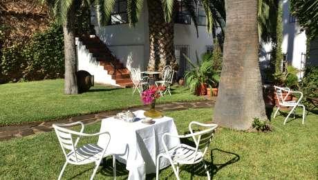 La Tierra Roja Aliseda, jardin alojamiento Rusticae
