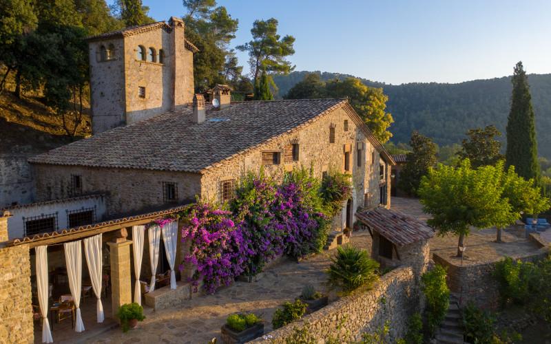 Masía Can Pou im ländlichen Steinhausgarten von Girona