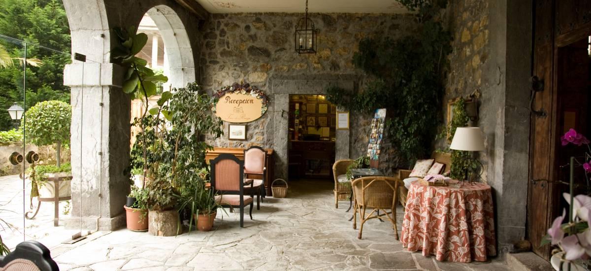 Rusticae Cantabria Hotel Palacio Torre de Ruesga rural terraza