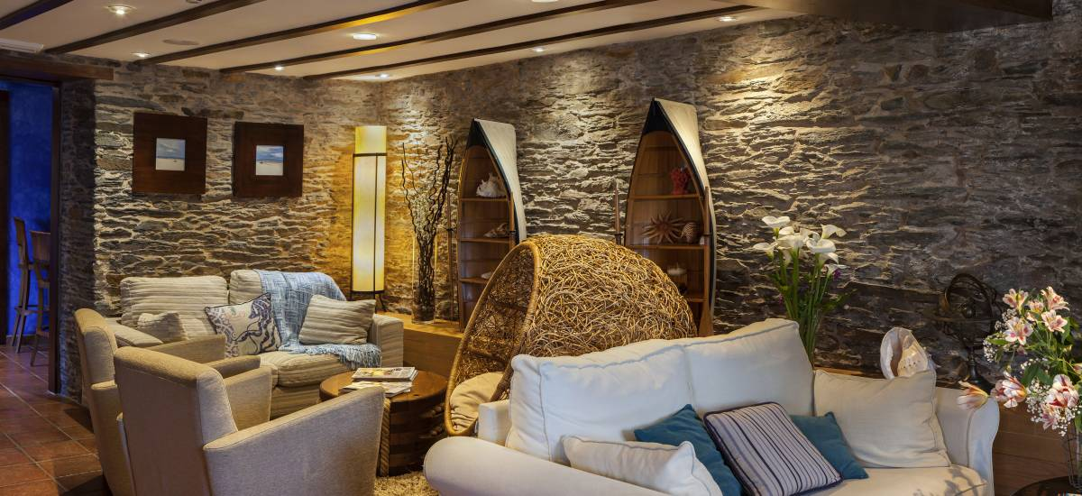Hotel Pleamar en Asturias habitacion salón Rusticae