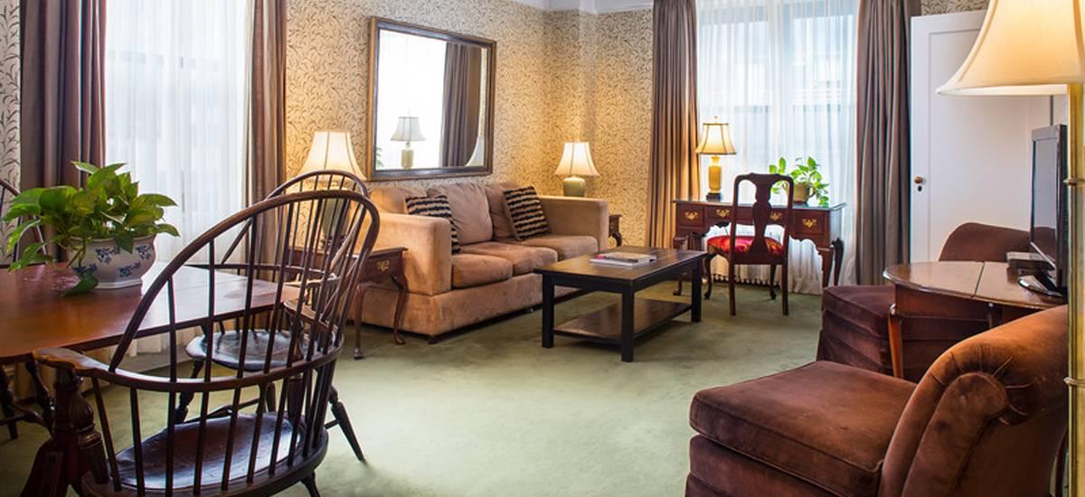 HOTEL ROGER SMITH