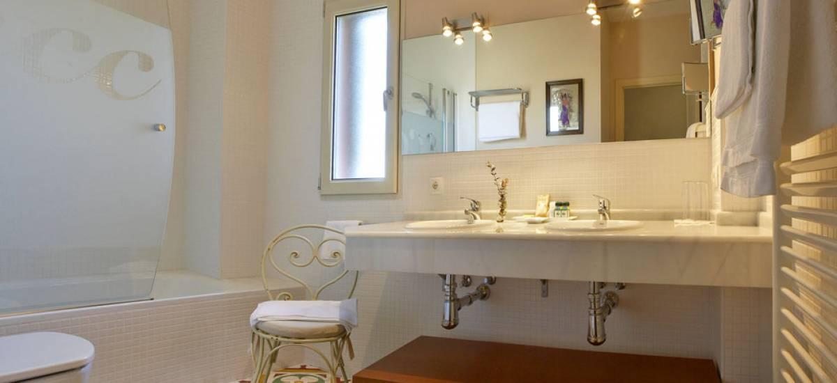 Rusticae Burgos Hotel con encanto baño
