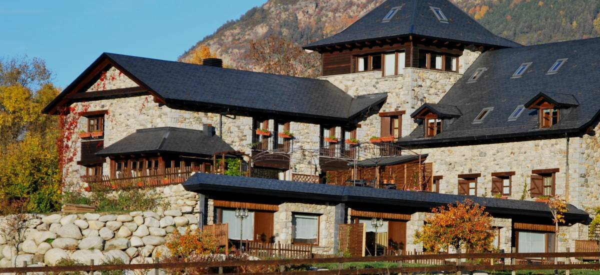 Hotel selba d 39 ansils hoteles se oriales en huesca rusticae for Hotel familiar montana