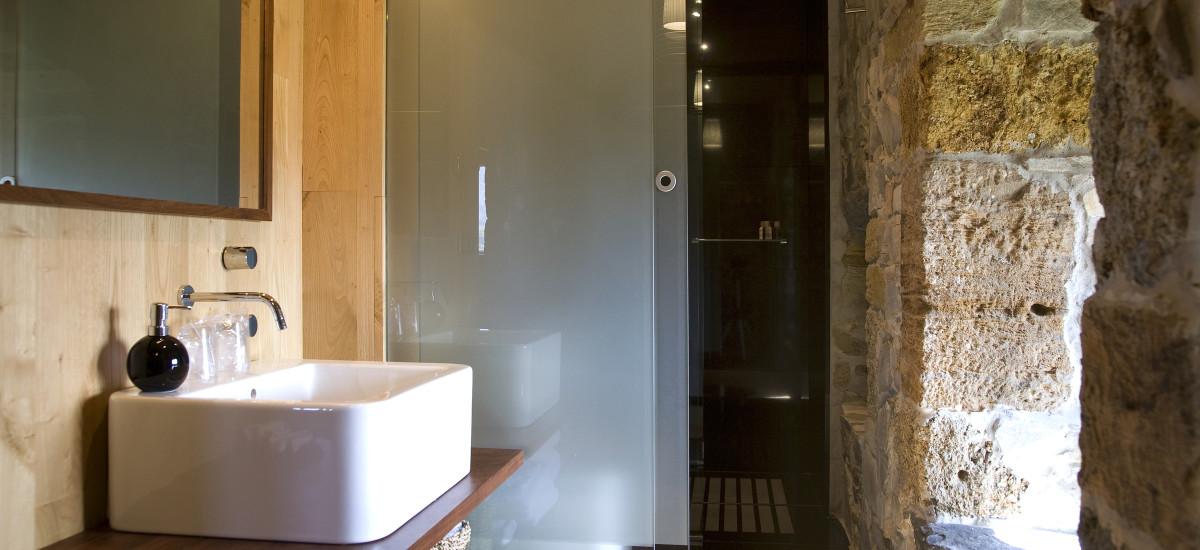 Rusticae Asturias charming Hotel Torre de Villademoros bathroom