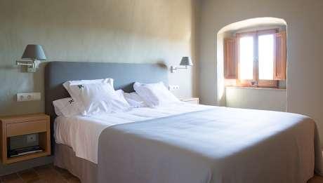 Rusticae con encanto Hotel Rectoría de Girona Gerona habitacion