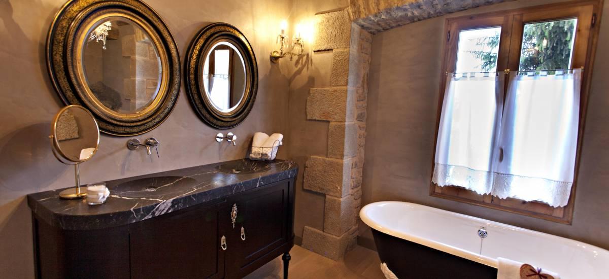 Rusticae Lleida charming Hotel La Vella Farga bathroom