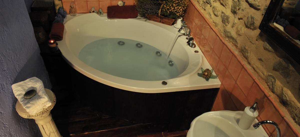 Rusticae Teruel charming Hotel Moradas Temple bathroom