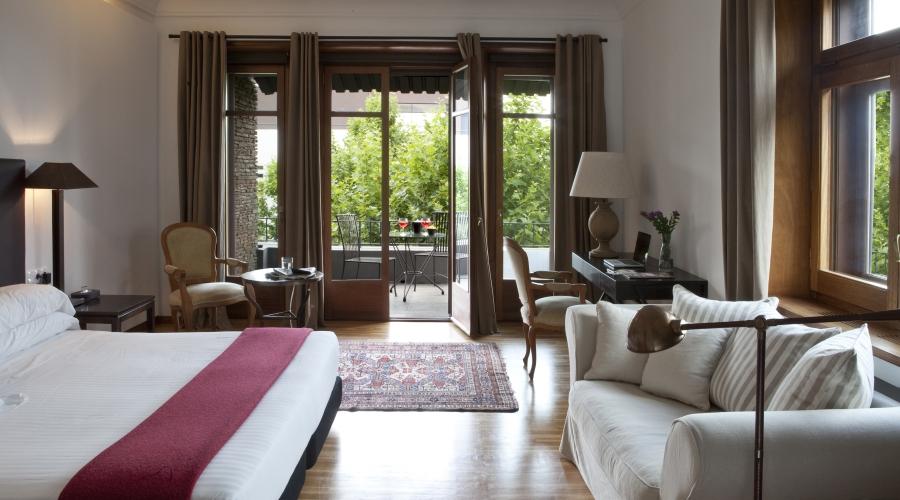 Hotel primero primera hoteles con encanto en barcelona for Hoteles con habitaciones cuadruples en barcelona