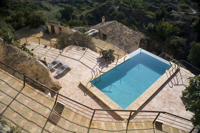 Una piscina con vistas en Hospedería Bajo el Cejo (Murcia)