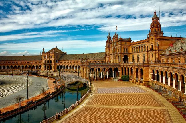 Plan de la mano por Sevilla