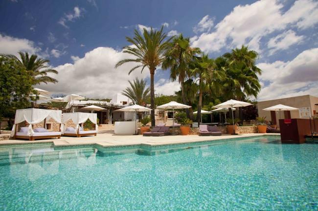 Rusticae Can Lluc hotel de lujo en piscina