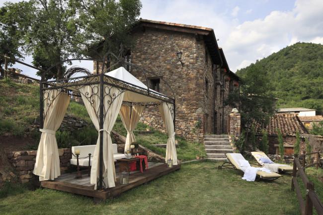 Día 1. Recogida en Barcelona y traslado al Acebo de Casa Muria (Huesca)