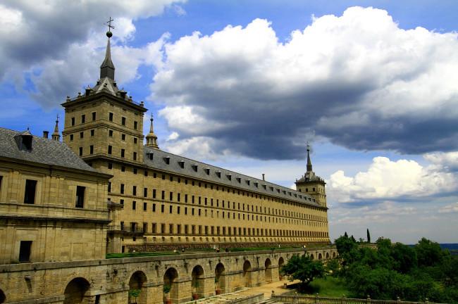 2. Visita el Monasterio del Escorial (Madrid)