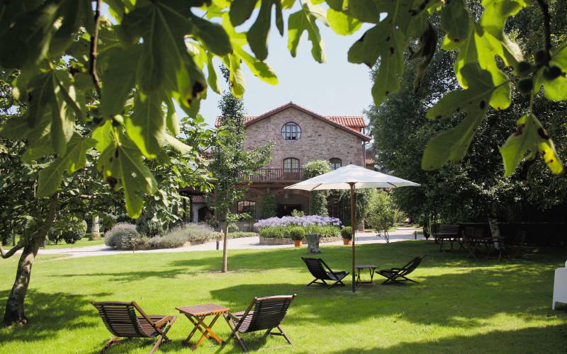 Rusticae Jardin de Carrejo hotel  con jardín en Cantabria