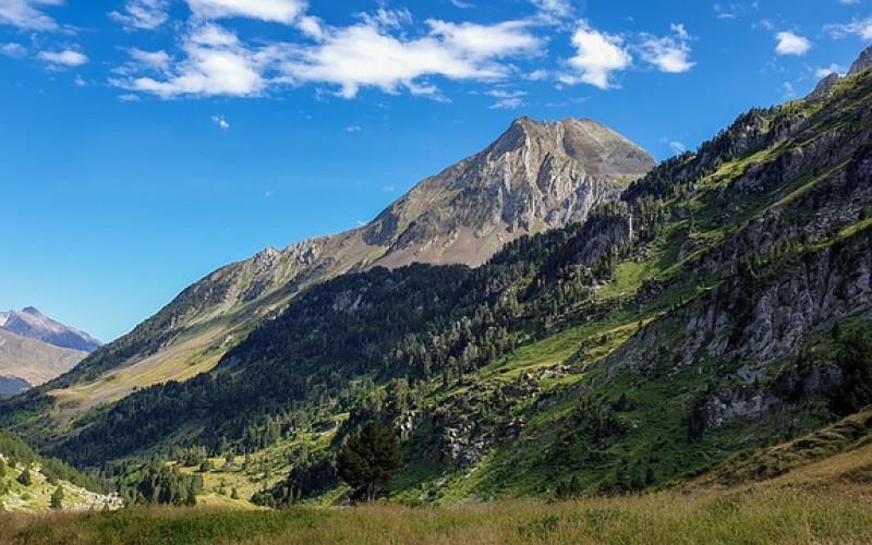 Getaway with weekend children Sierra Guara Pyrenees Landscape