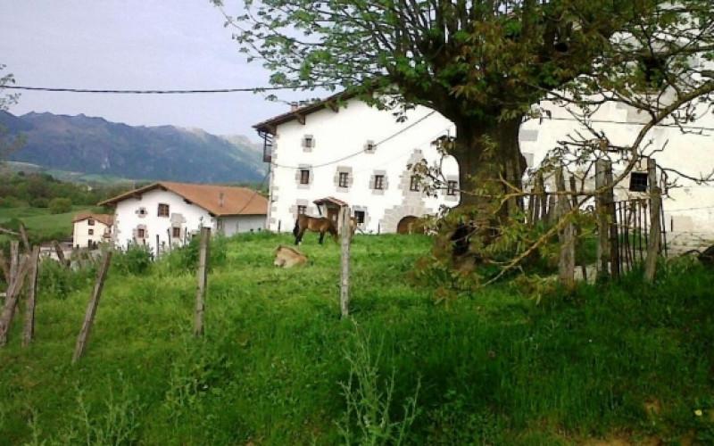Ländliche Kurzurlaube in Navarra Casa Rural Azpikoetxea Jardin