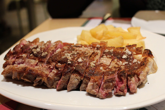 <strong>Gastronomy in the Rural Houses of Sierra de Gredos - Gredos steak</strong>