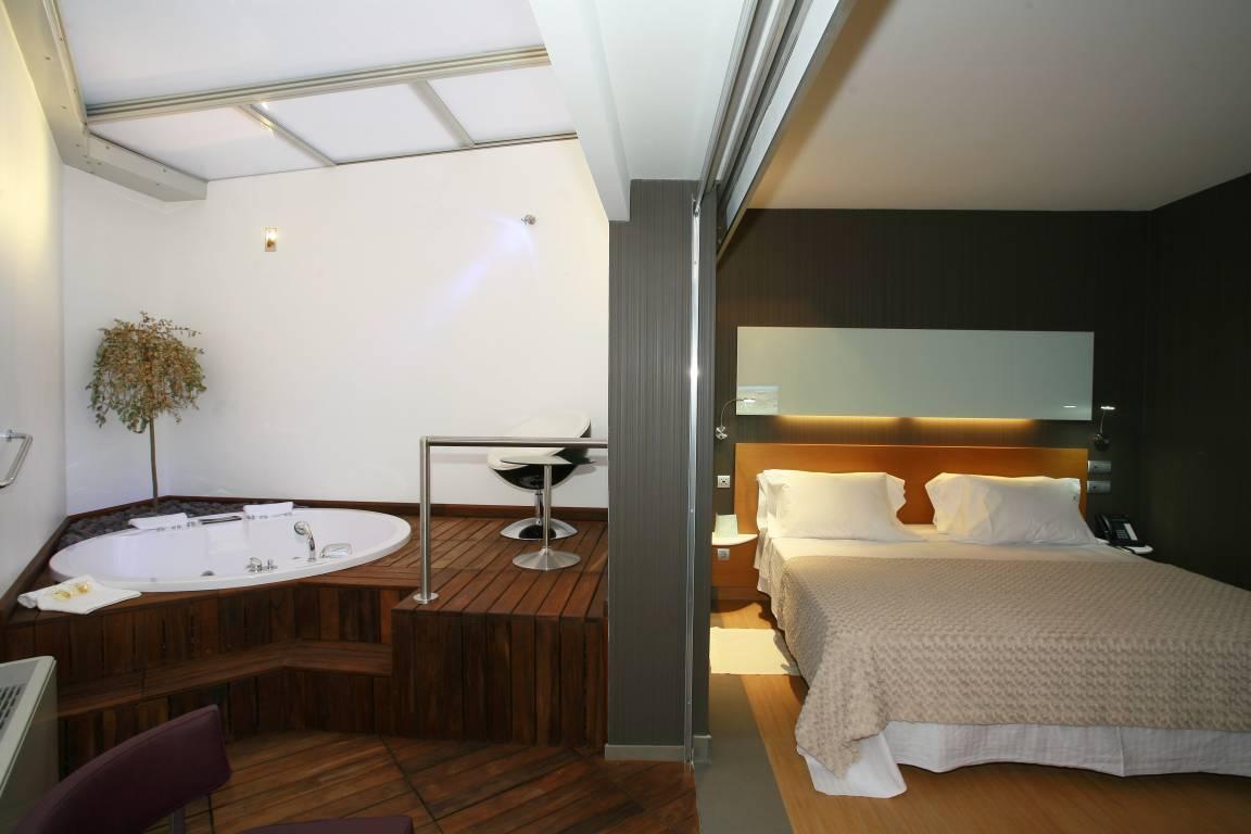 <strong>Hoteles en Cuidad Real con encanto Romántico Rurales Rusticae jacuzzi</strong>
