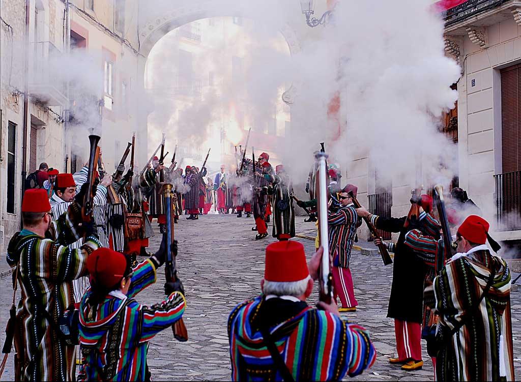 <strong>Hoteles y Casas Rurales en Valencia - Moros y Cristianos en Bocairent</strong>