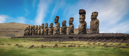 <strong>ROMANTIC GETAWAY ON EASTER ISLAND</strong>