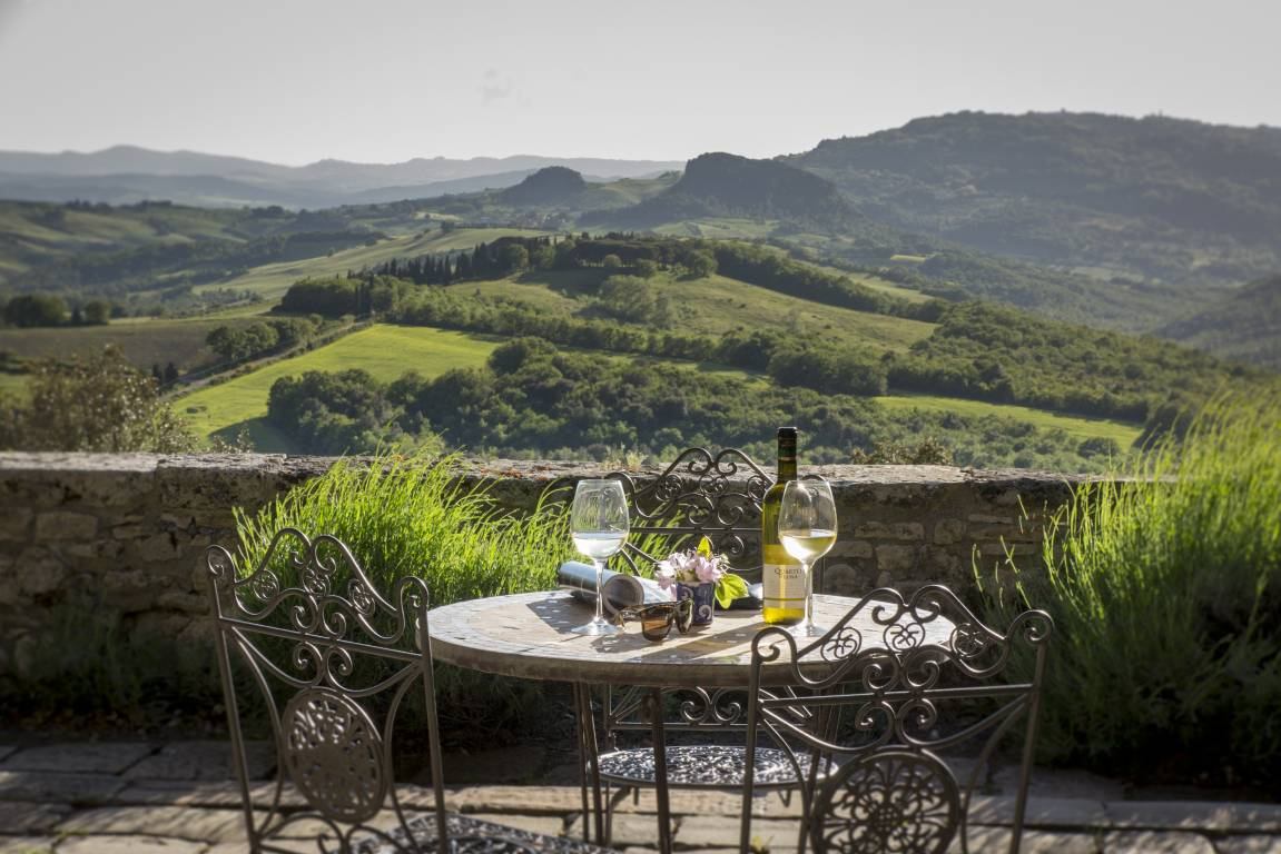 <strong>ROMANTIC GETAWAY IN ROMANTIC HOTEL BORGO PIGNANO, ITALY</strong>
