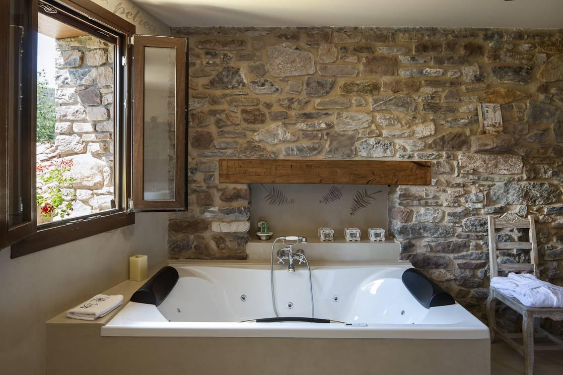 <strong>Hotel Rural en Huesca Acebo de Casa Muria Jacuzzi</strong>